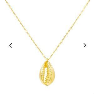 Jewelry - NEW Gold Seashell Nacklace